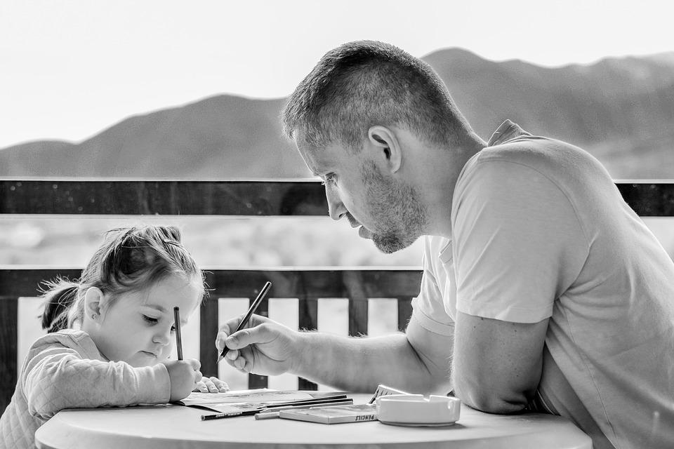 Mener un audit parentalité pour aider les parents salariés